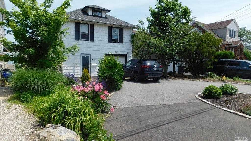 Residenziale in 3467 Bay Front Dr, Baldwin Harbor, NY ,11510