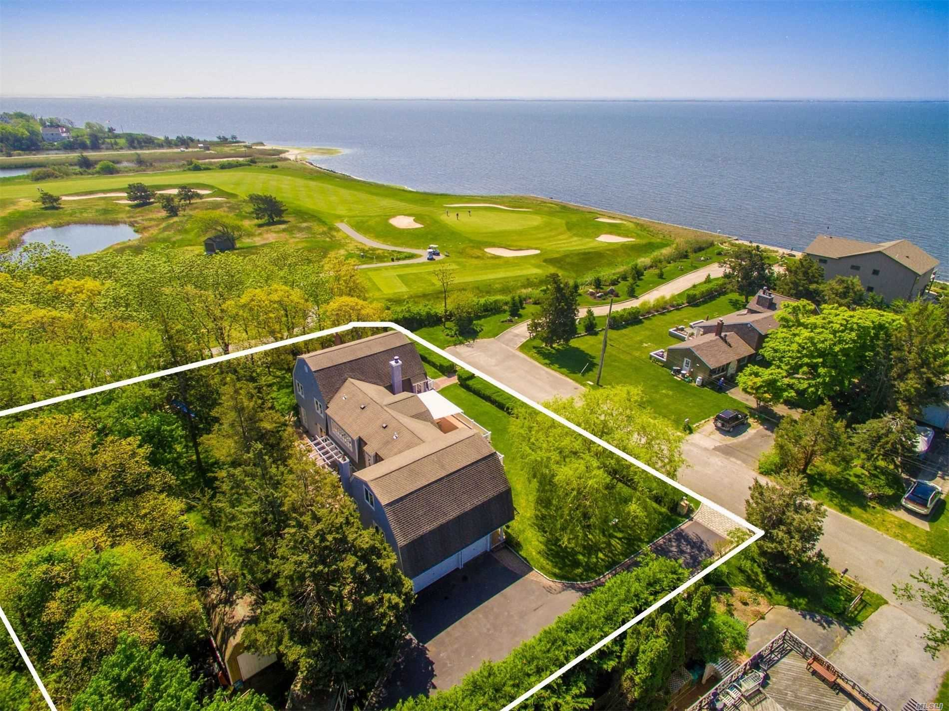 Residenziale in 41 Bay Rd, E. Patchogue, NY ,11772