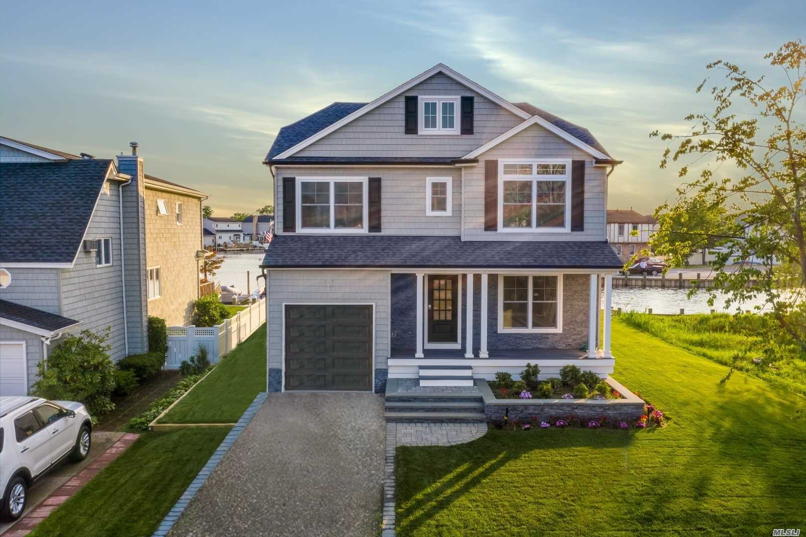 Residenziale in 2538 Riverside Dr, Wantagh, NY ,11793
