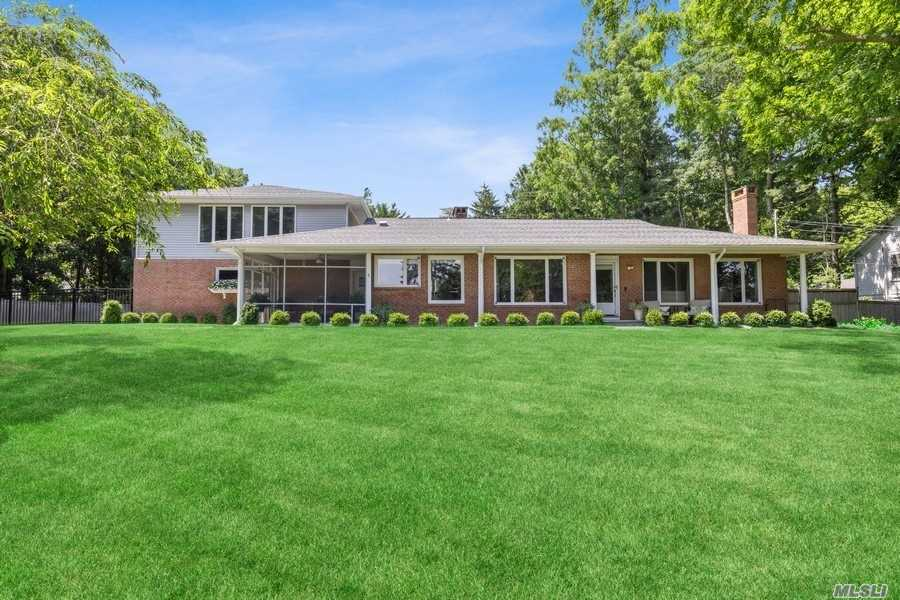 Residenziale in 311 South Country Road, Brookhaven, NY ,11719
