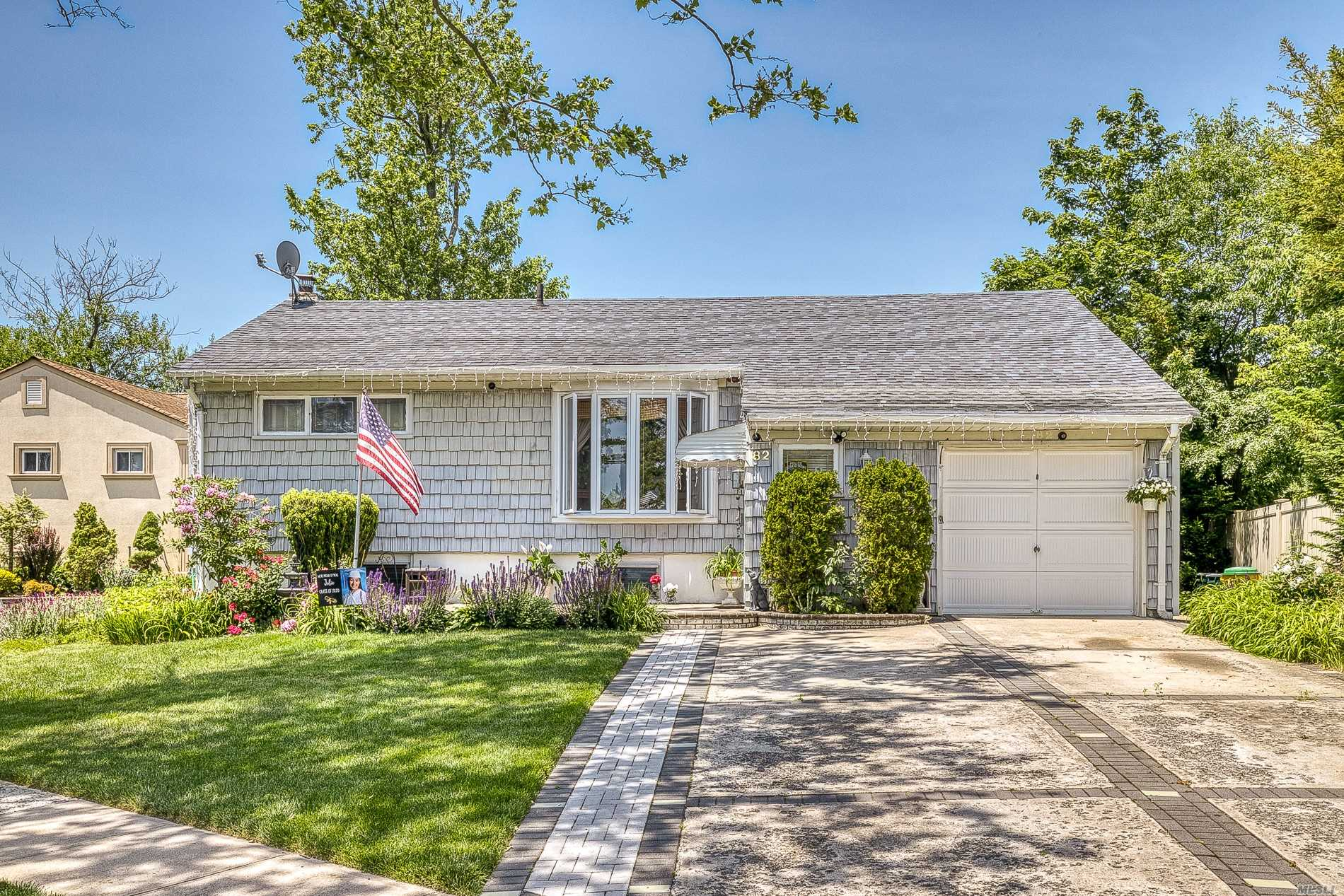 Residenziale in 82 Riverdale Rd, Valley Stream, NY ,11581