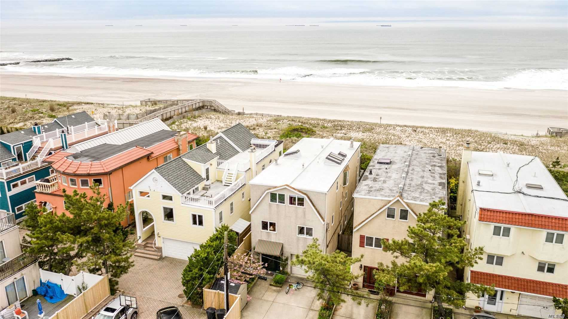 Residenziale in 923 Oceanfront, Long Beach, NY ,11561