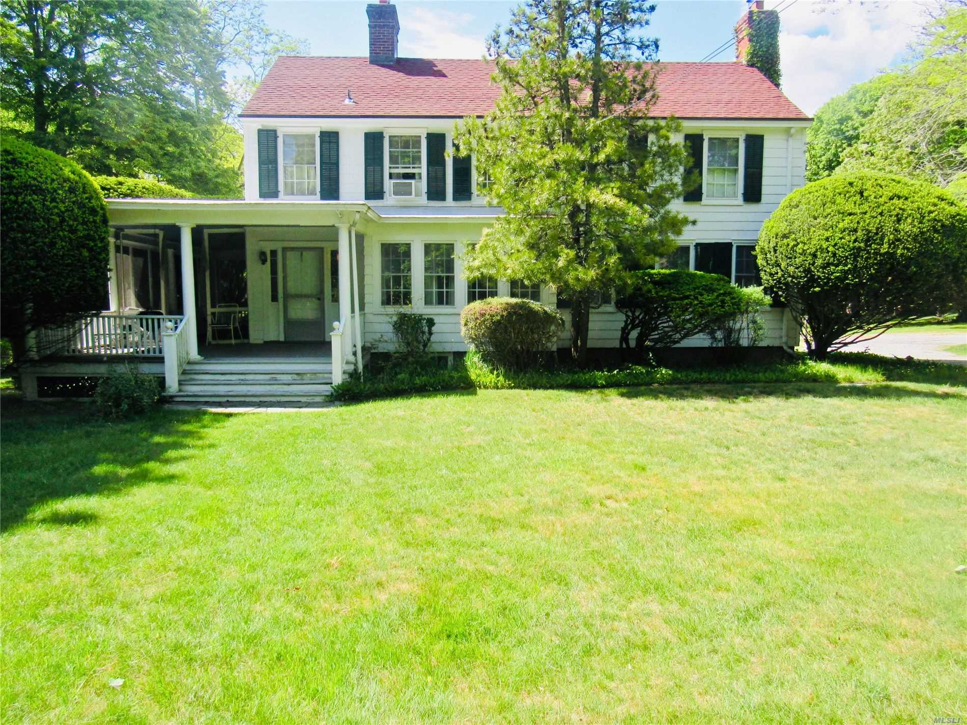 Residenziale in 245 Country Rd S, Bellport, NY ,11713