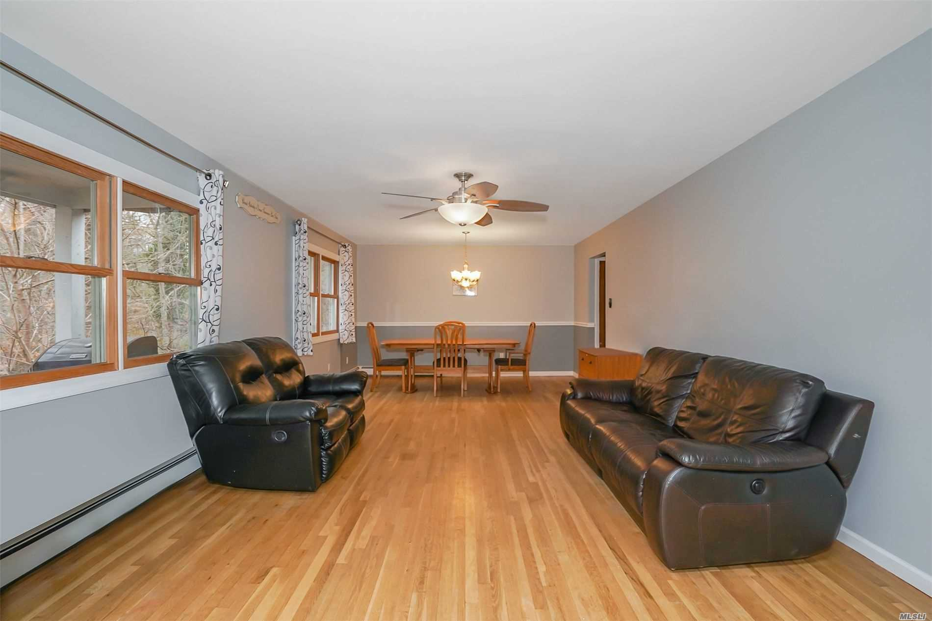 Residenziale in 2 Miller Place Road, Miller Place, NY ,11764