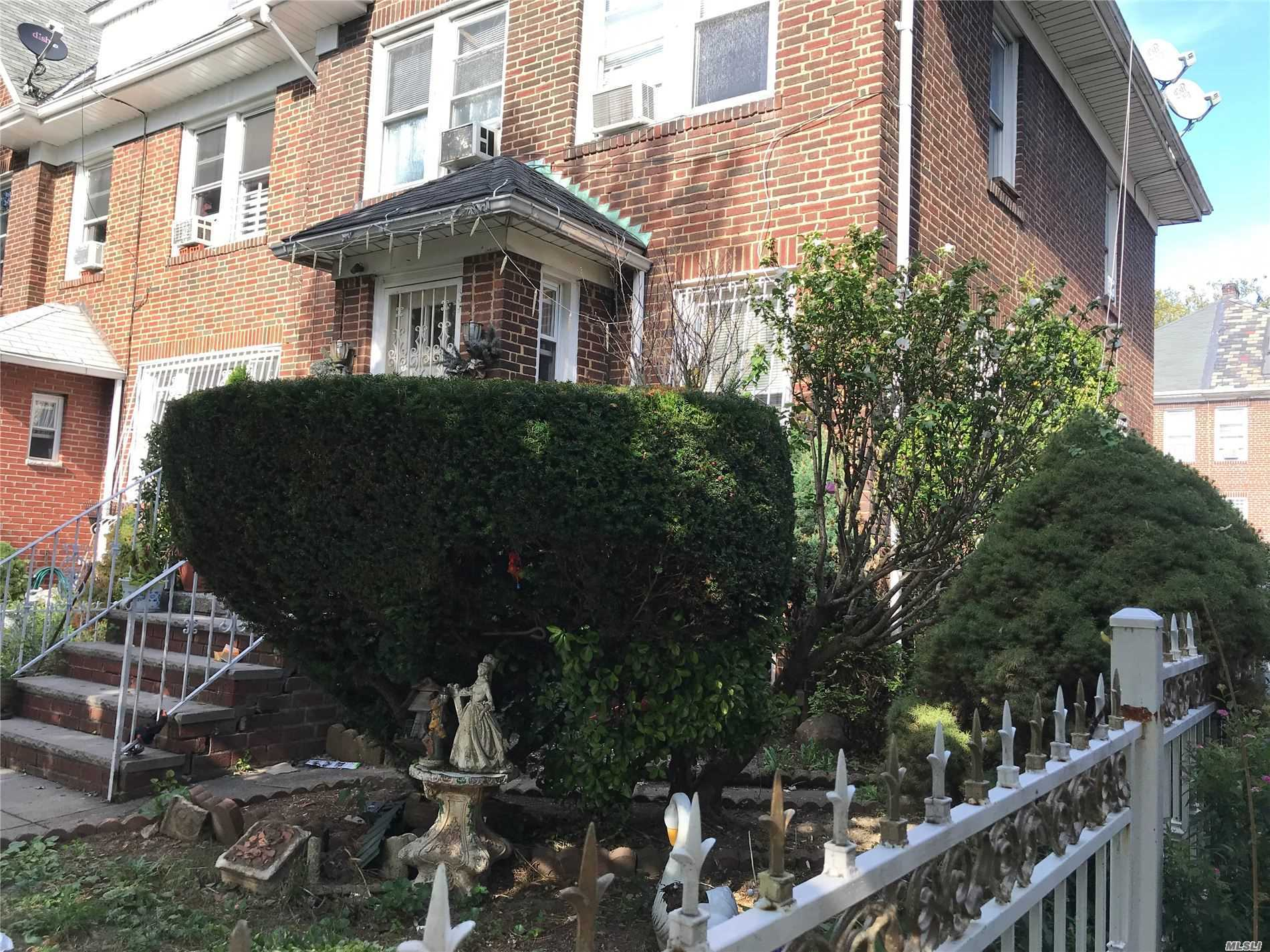 Residenziale in 33-33 88th Street S, Jackson Heights, NY ,11372