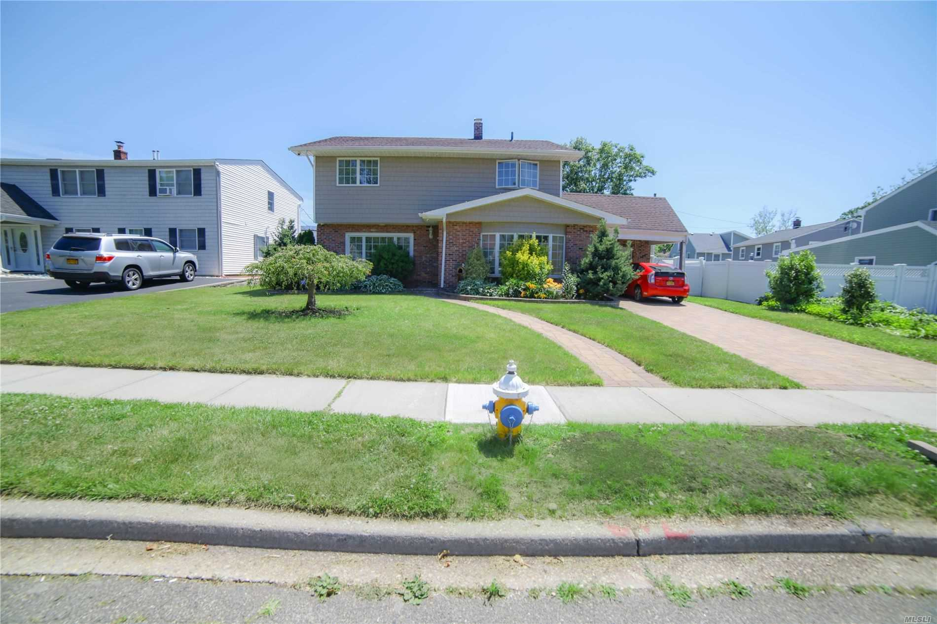 Residenziale in 184 Orchid Rd, Levittown, NY ,11756