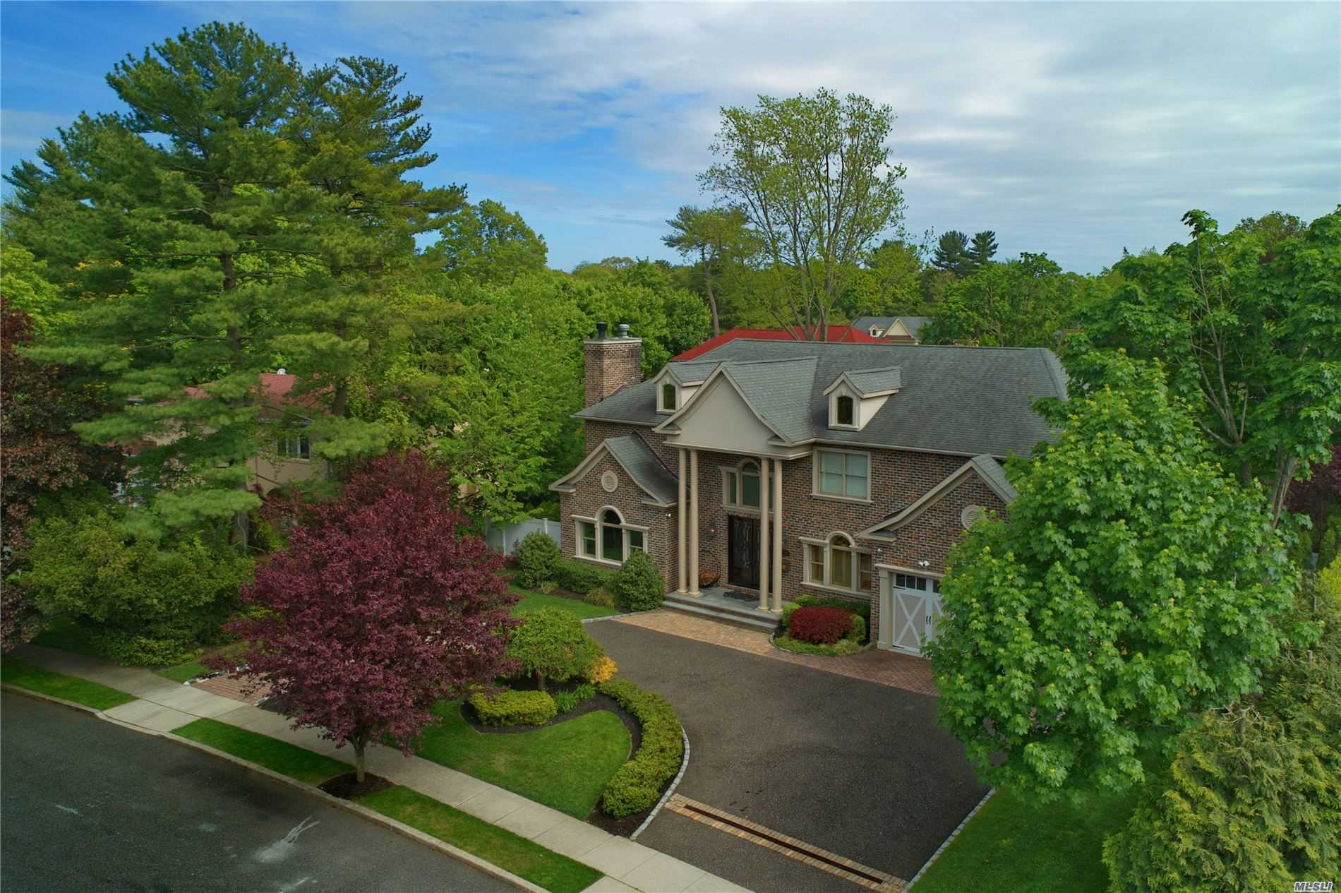 Residenziale in 54 Saddle Lane, Roslyn Heights, NY ,11577