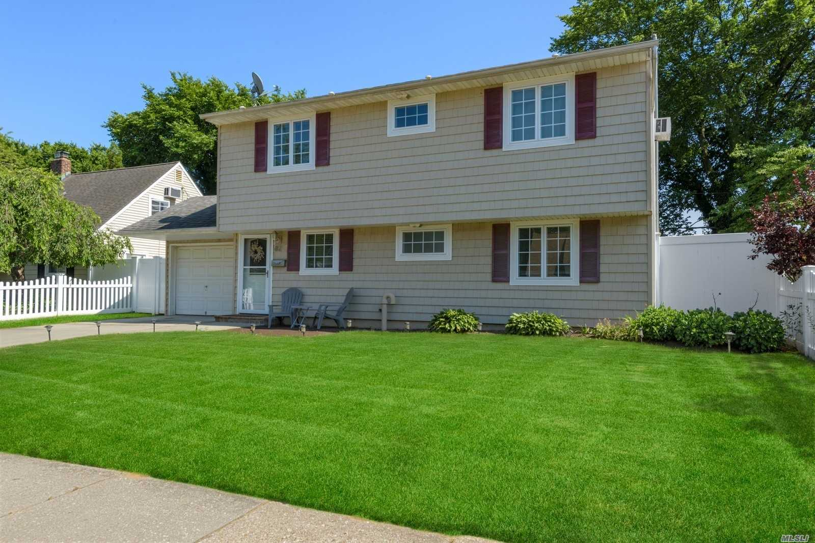Residenziale in 82 Squirrel Ln, Levittown, NY ,11756