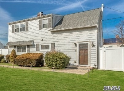 Residenziale in 9 Blacksmith Road, Levittown, NY ,11756
