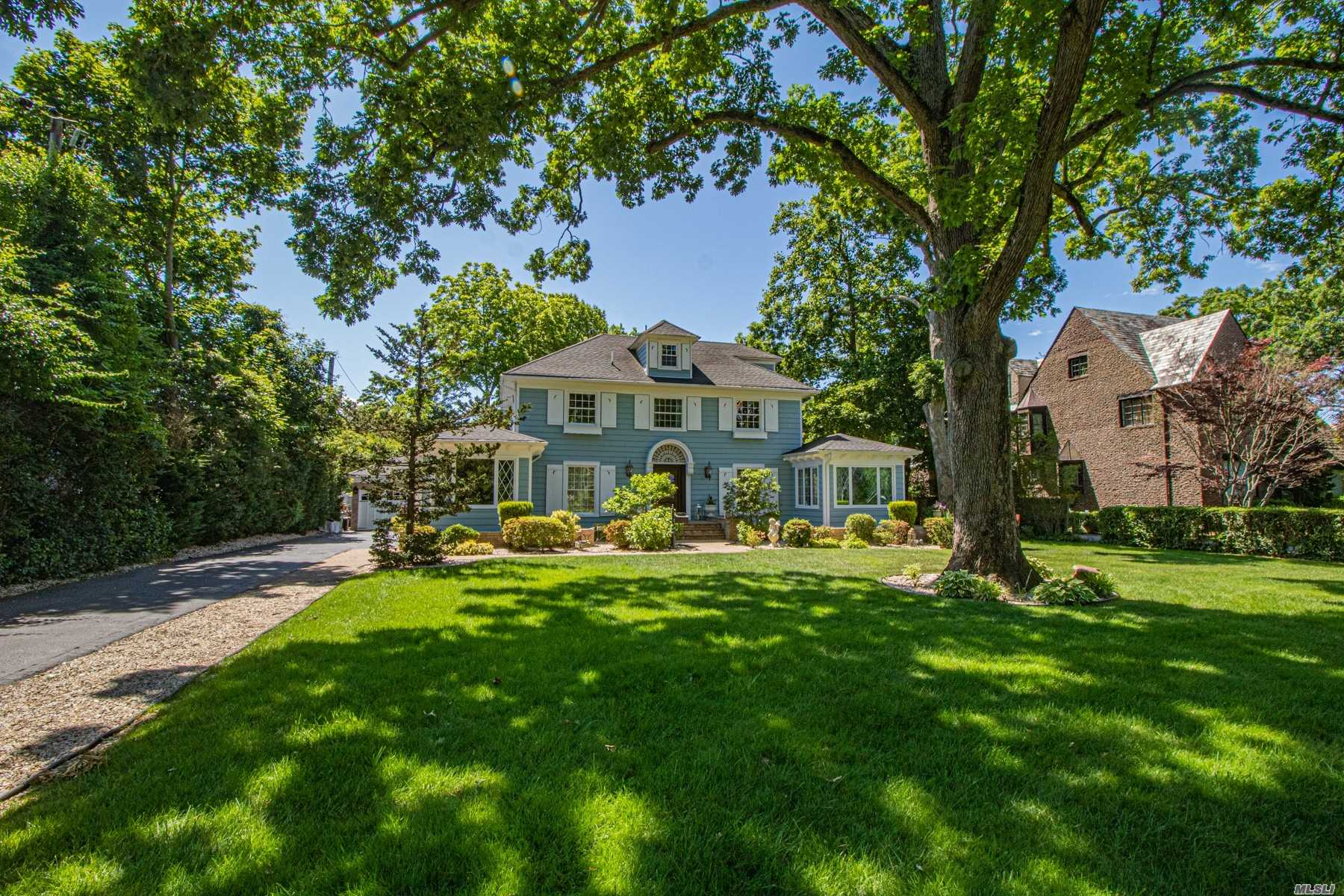 Residenziale in 9 Lakeview Avenue S, Brightwaters, NY ,11718