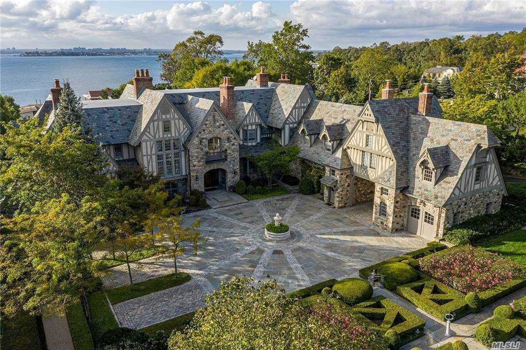 Residenziale in 144 Kings Point Road, Great Neck, NY ,11024
