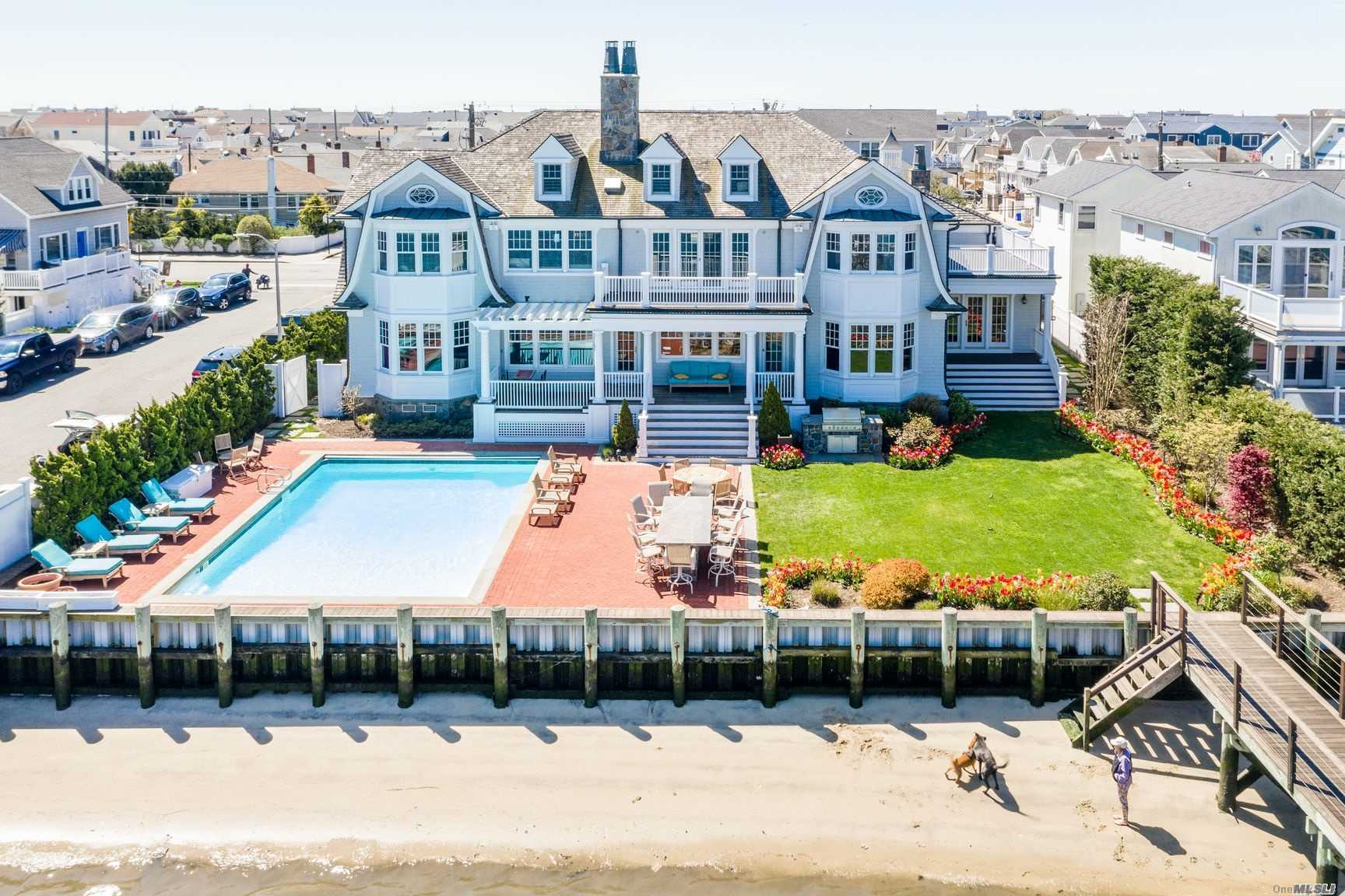 Residenziale in 1075 Park Ave W, Long Beach, NY ,11561