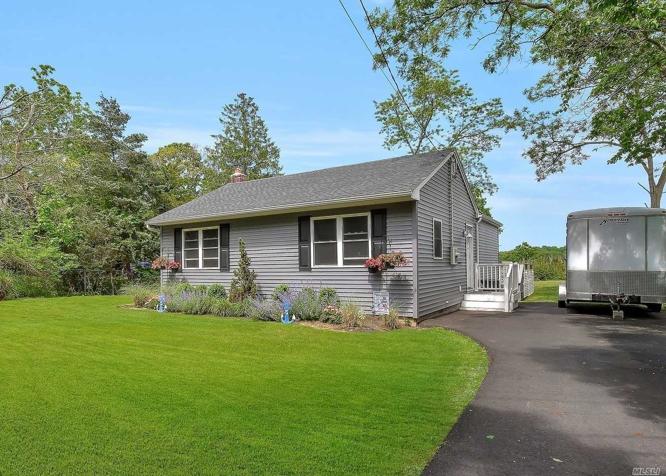 Residenziale in 139 Overlook Dr, Mastic, NY ,11950