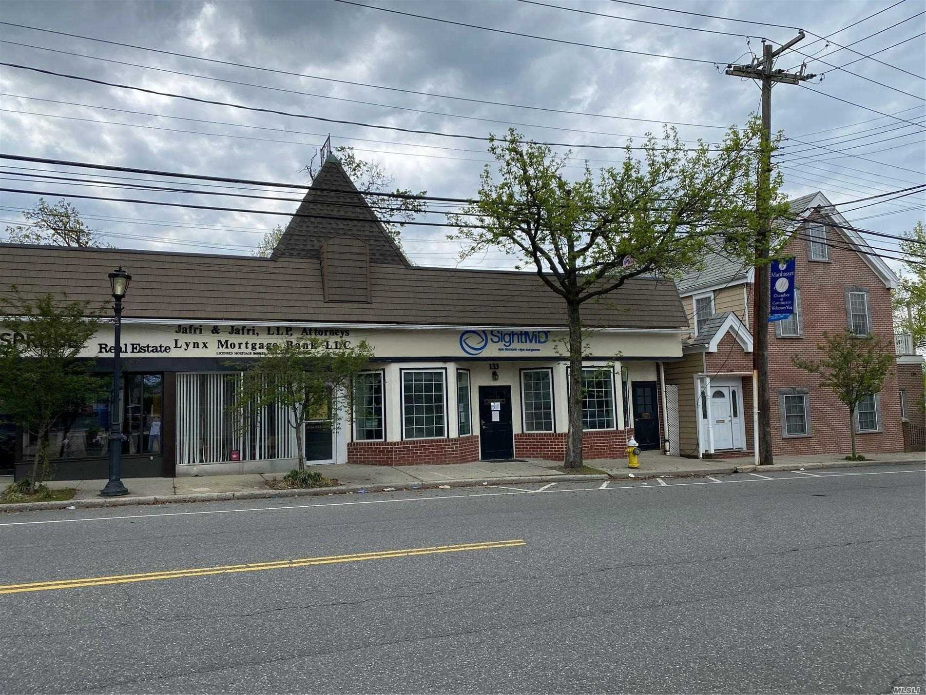 Affitto commerciale in 129 Plandome Road, Manhasset, NY ,11030