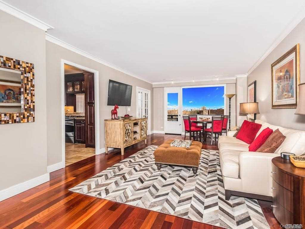 Residenziale in 3777 Independence Avenue, Riverdale, NY ,10463