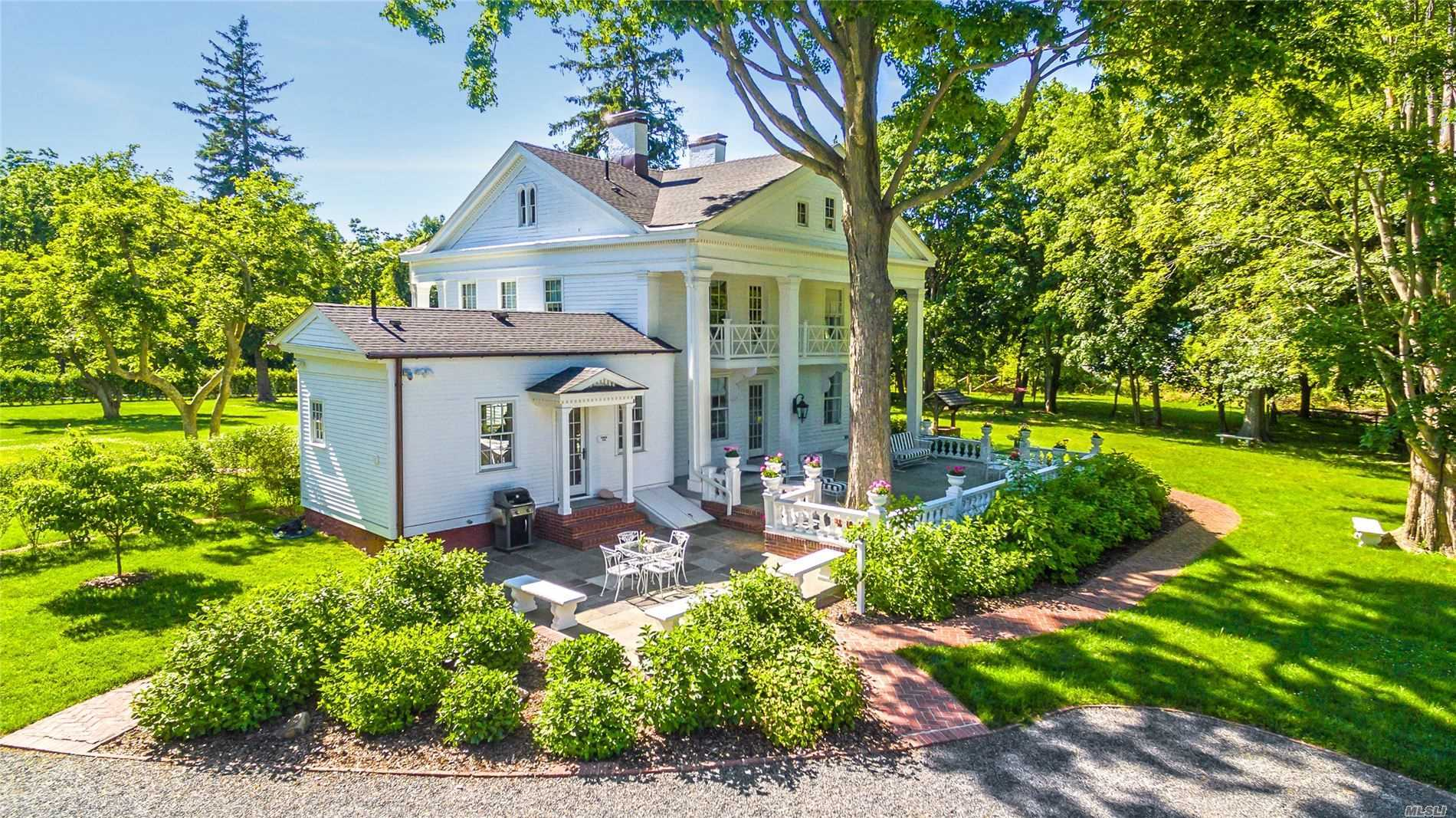 Residenziale in 211 Country Rd N, Miller Place, NY ,11764