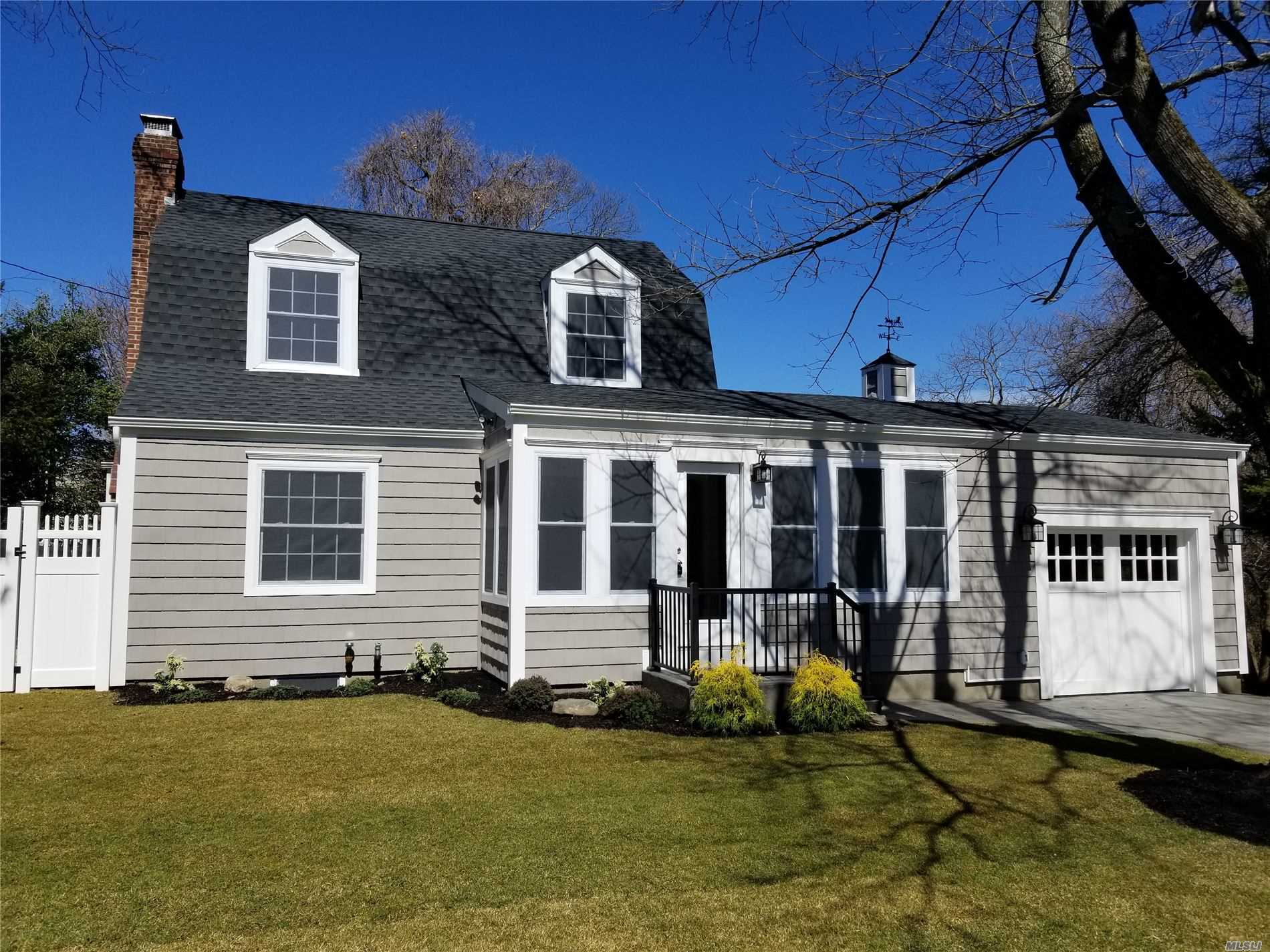 Residenziale in 15 Winthrop Ct, Blue Point, NY ,11715