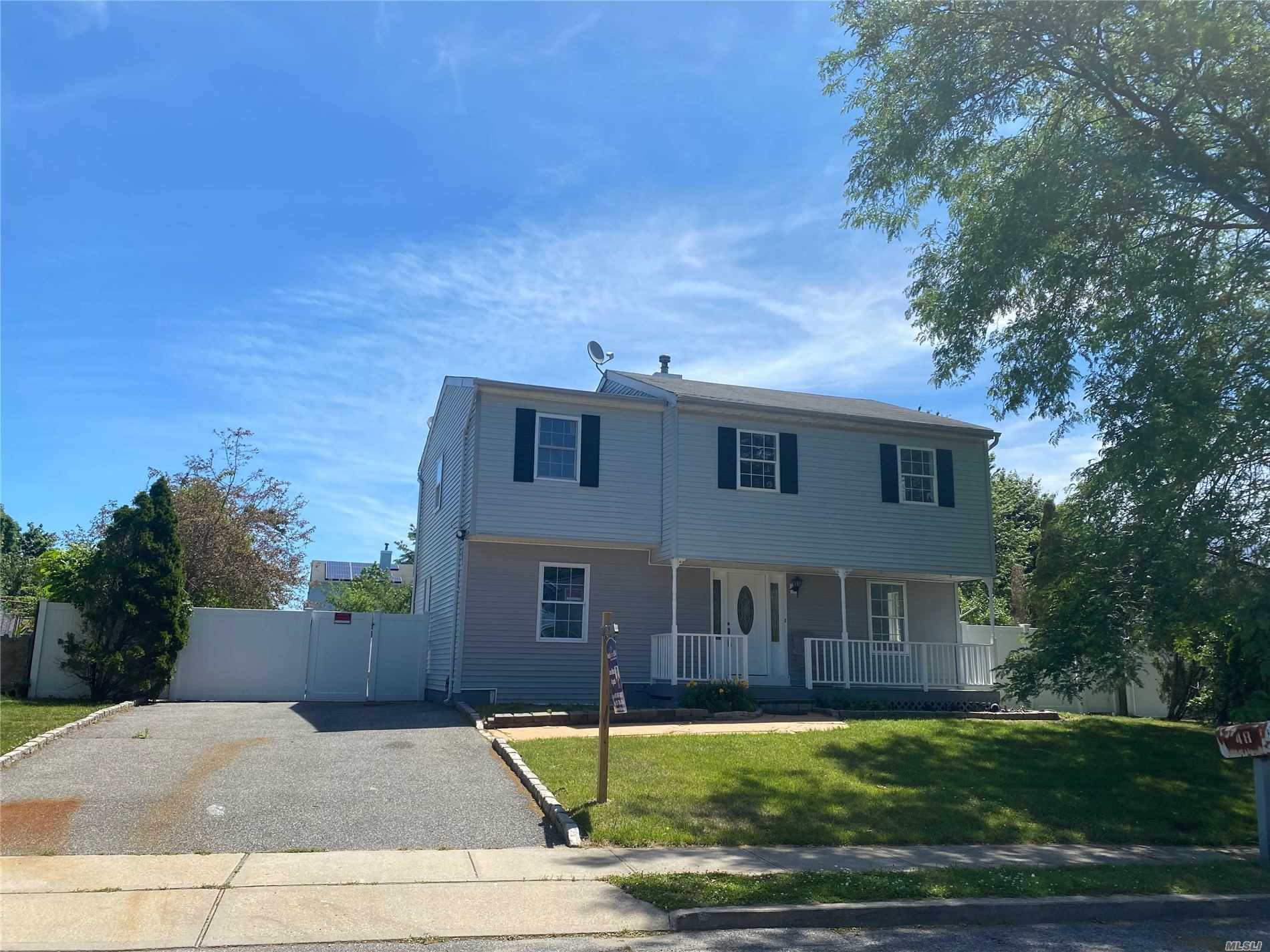 Residenziale in 48 Peters Boulevard, Central Islip, NY ,11722