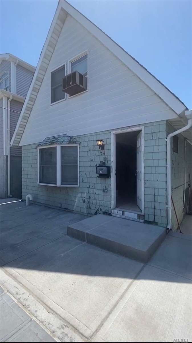 Residenziale in 42 13th Road W, Broad Channel, NY ,11693
