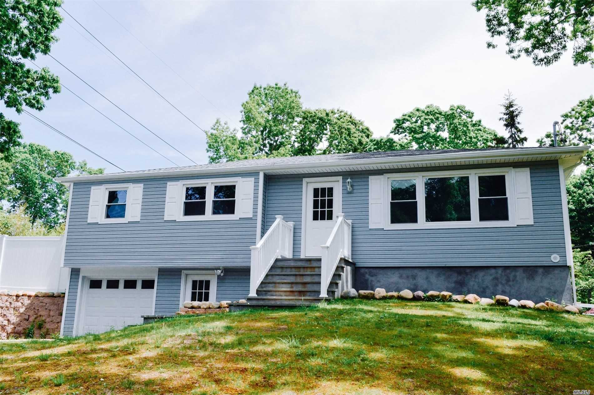 Residenziale in 31 Brookhaven Dr, Rocky Point, NY ,11778