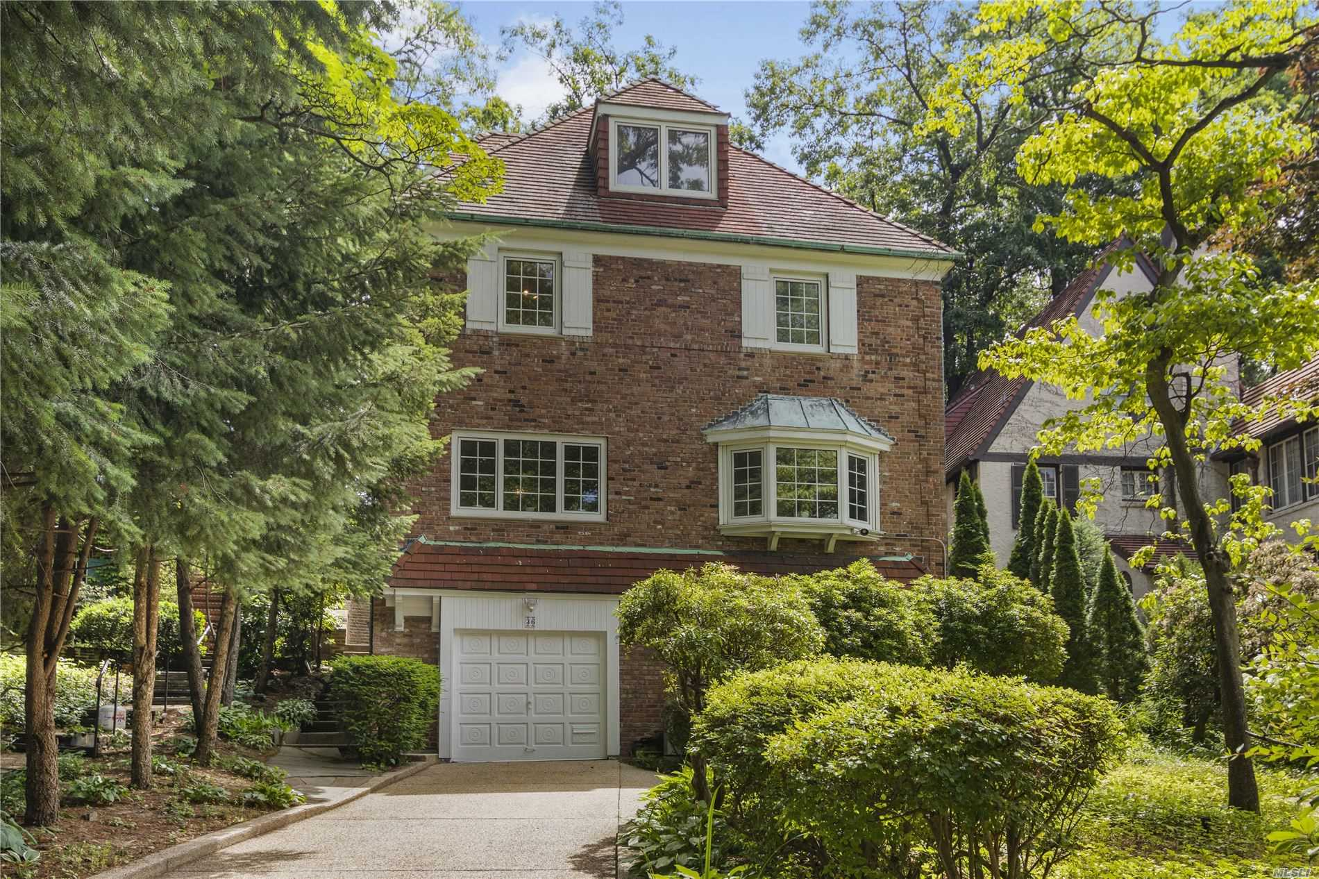 Residenziale in 36 Shorthill Road, Forest Hills, NY ,11375