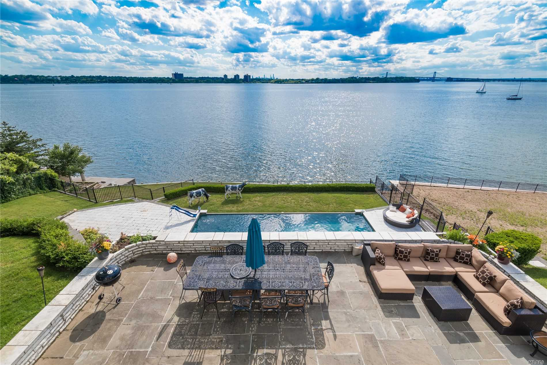 Residenziale in 30 Shorecliff Place, Great Neck, NY ,11023