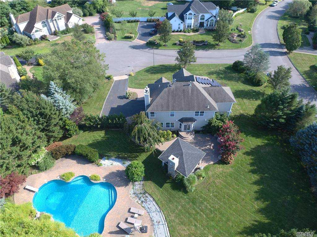 Residenziale in 1 Holly Court, Miller Place, NY ,11764