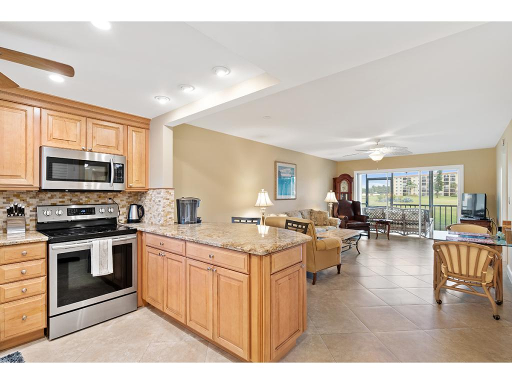 Multifamiliare in vendita in 41 HIGH POINT S CIR, NAPLES, Florida ,34103