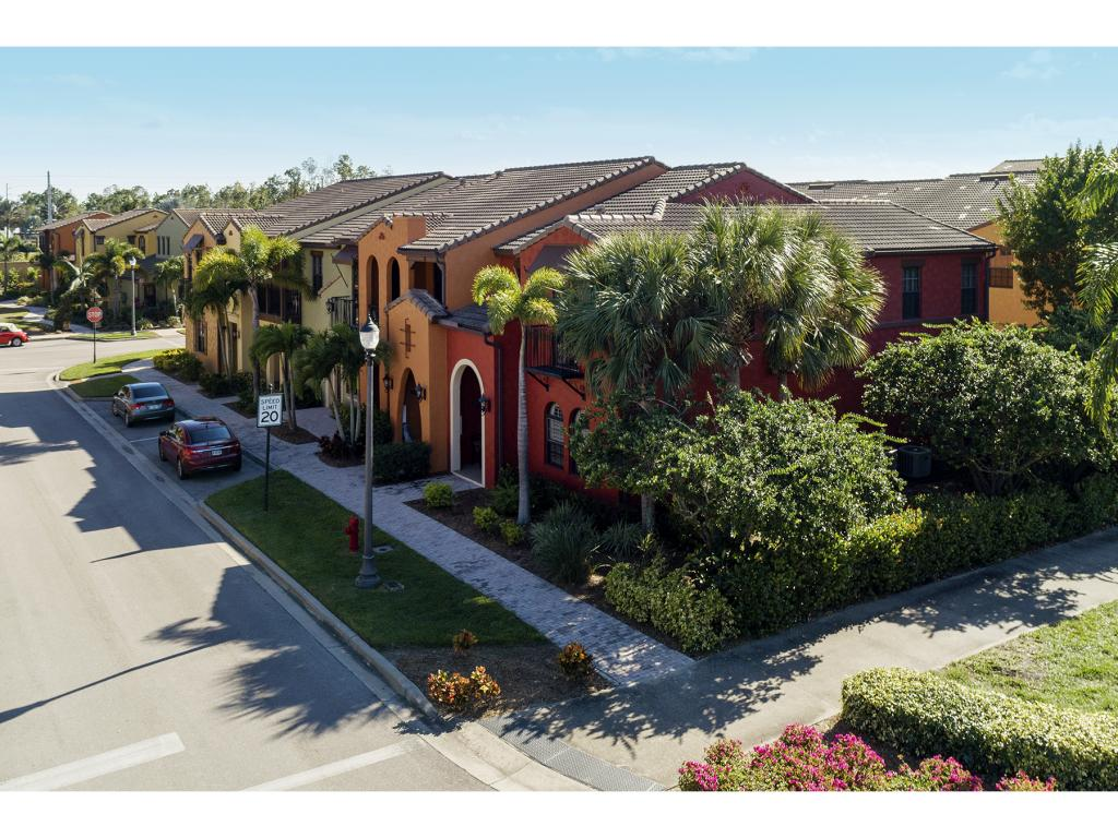 Multifamiliare in vendita in 9026 ALTURAS LN, NAPLES, Florida ,34113