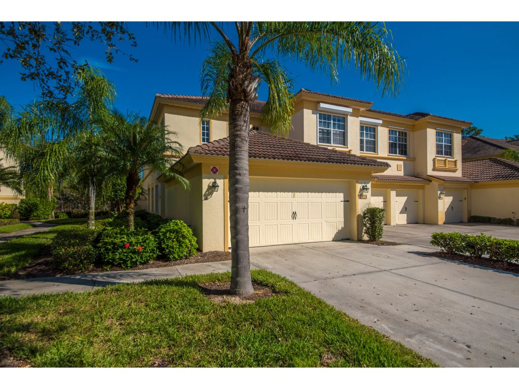 Multifamiliare in vendita in 7856 CLEMSON ST, NAPLES, Florida ,34104