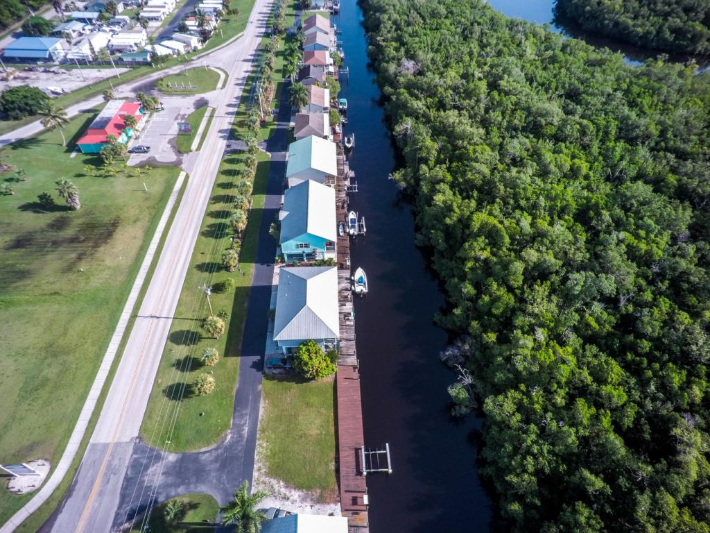 Compra di terreno in 602 COLLIER AVE, EVERGLADES CITY, Florida ,34139