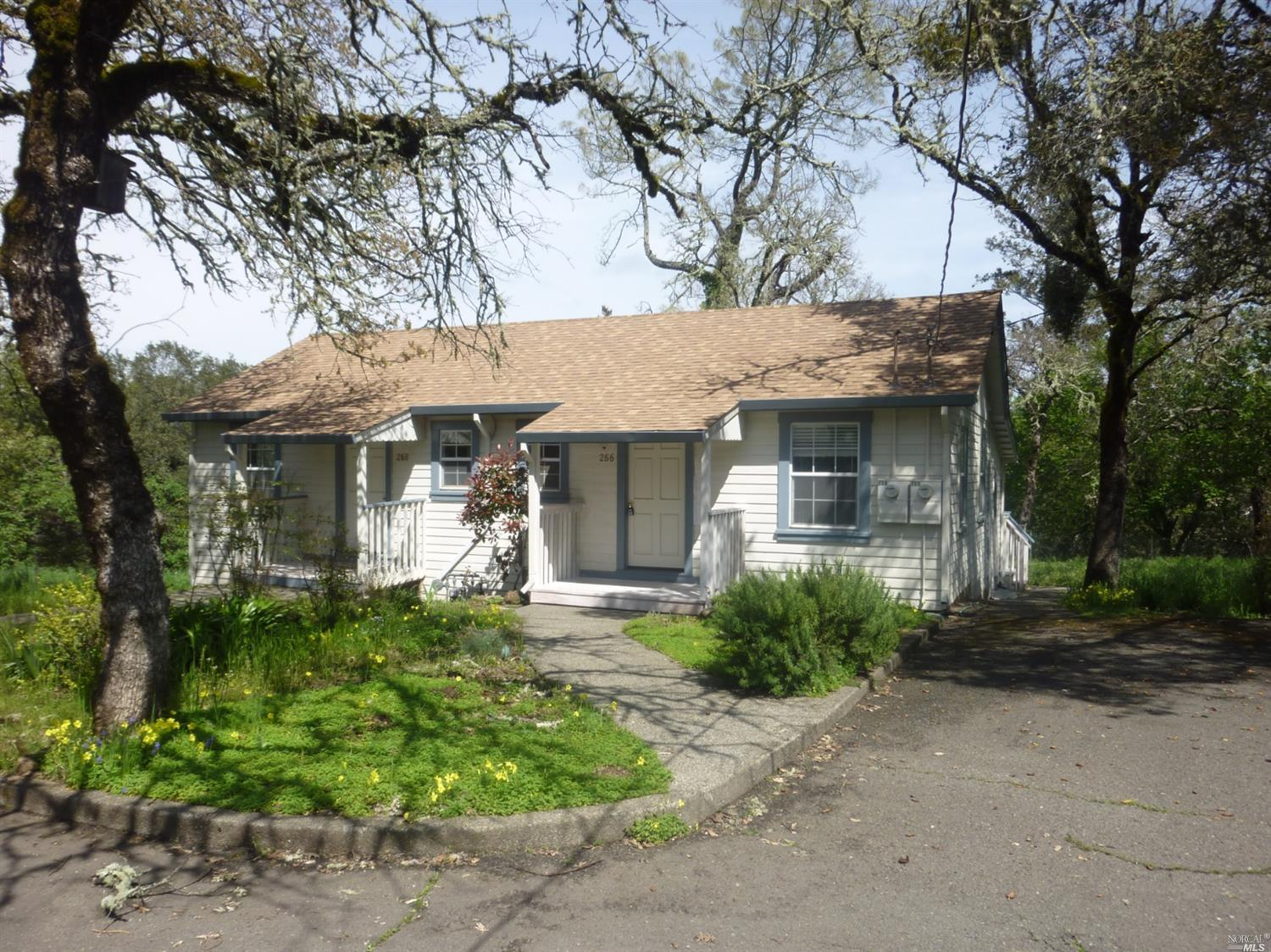 Multifamiliare in vendita in 266 Brookside Dr, Angwin, California ,94508