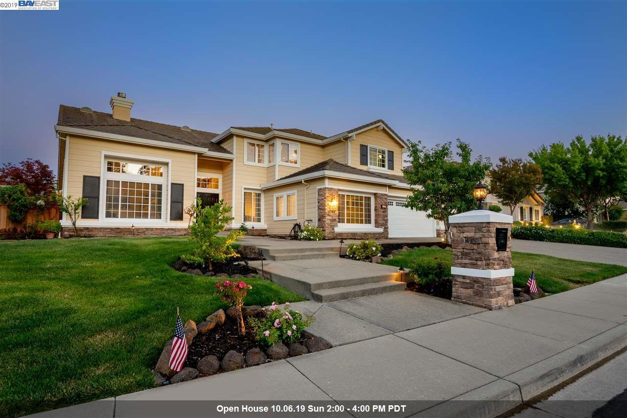 Residenza monofamiliare in vendita in 8213 Regency Dr, Pleasanton, California ,94588