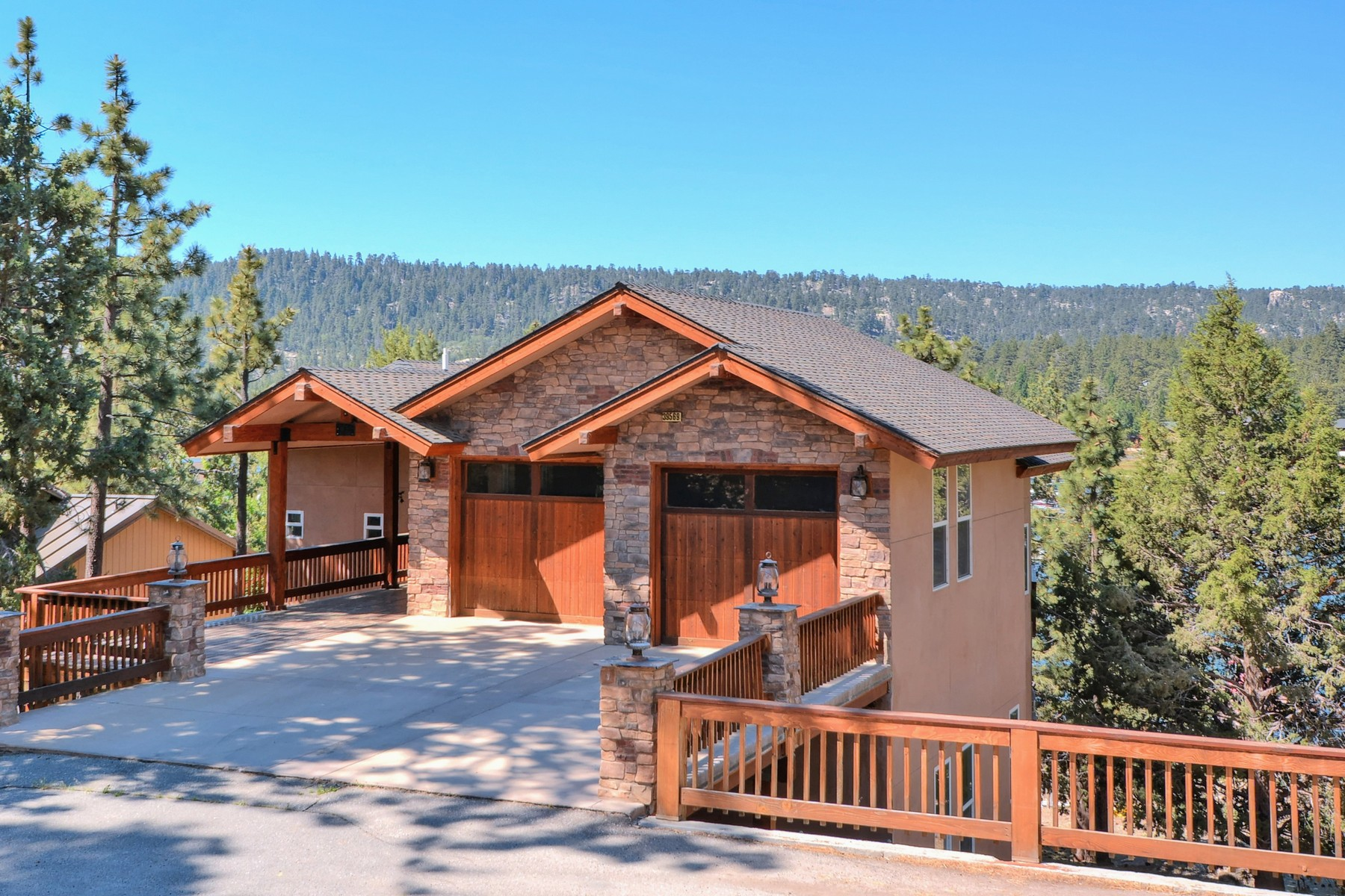 Residenza monofamiliare in vendita in 39569 Lake Drive, Big Bear Lake, California ,92315